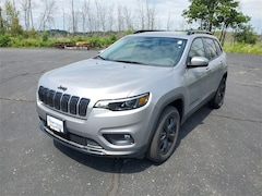 2020 Jeep Cherokee ALTITUDE 4X4 Sport Utility For Sale in West Bend, WI