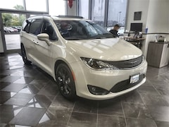 2020 Chrysler Pacifica LIMITED Passenger Van For Sale in West Bend, WI