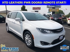 2017 Chrysler Pacifica Touring-L Van For Sale in West Bend, WI