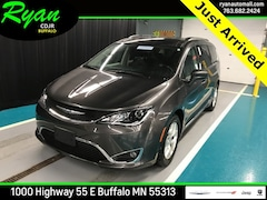 2017 Chrysler Pacifica Touring L Van Buffalo MN