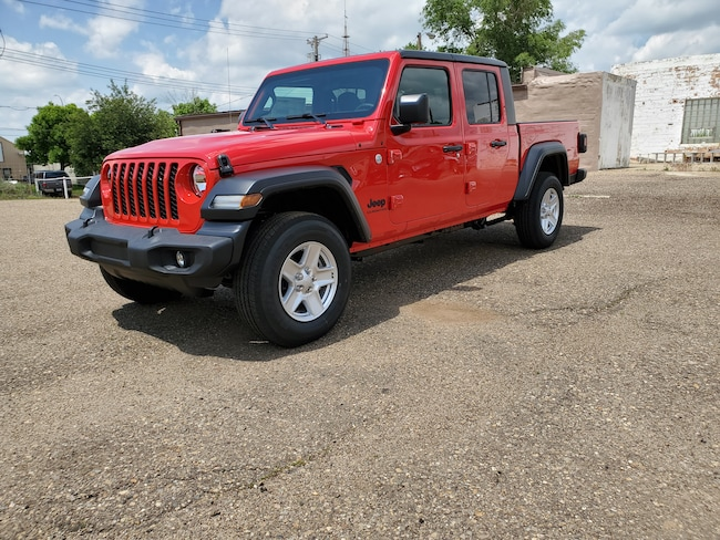 New  2020 Jeep Gladiator SPORT S 4X4 Crew Cab in Hettinger, ND