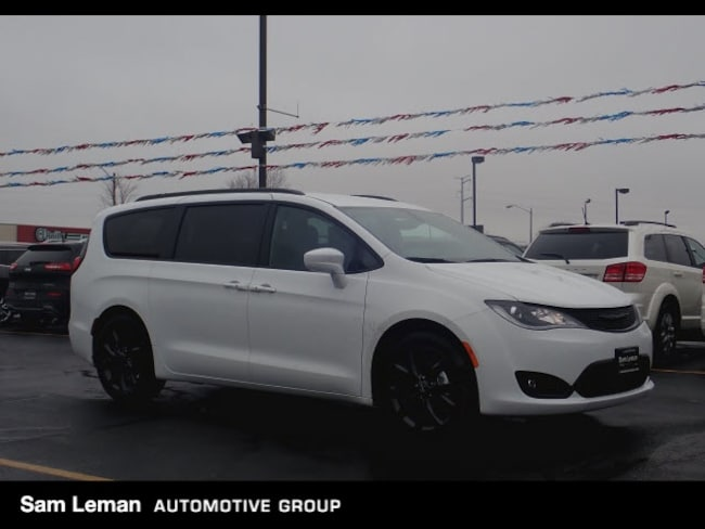 New 2018 Chrysler Pacifica TOURING L Passenger Van Bloomington, IL