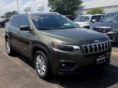 New 2019 Jeep Cherokee LATITUDE FWD Sport Utility 1C4PJLCX0KD220451 for sale in Peoria, IL at Sam Leman Chrysler Dodge Jeep Ram of Peoria