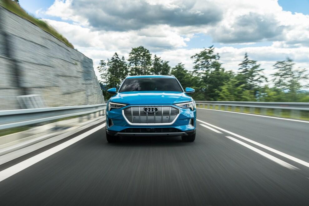 Audi e-tron quattro SUV | Premium Plus vs  Prestige vs  First Edition