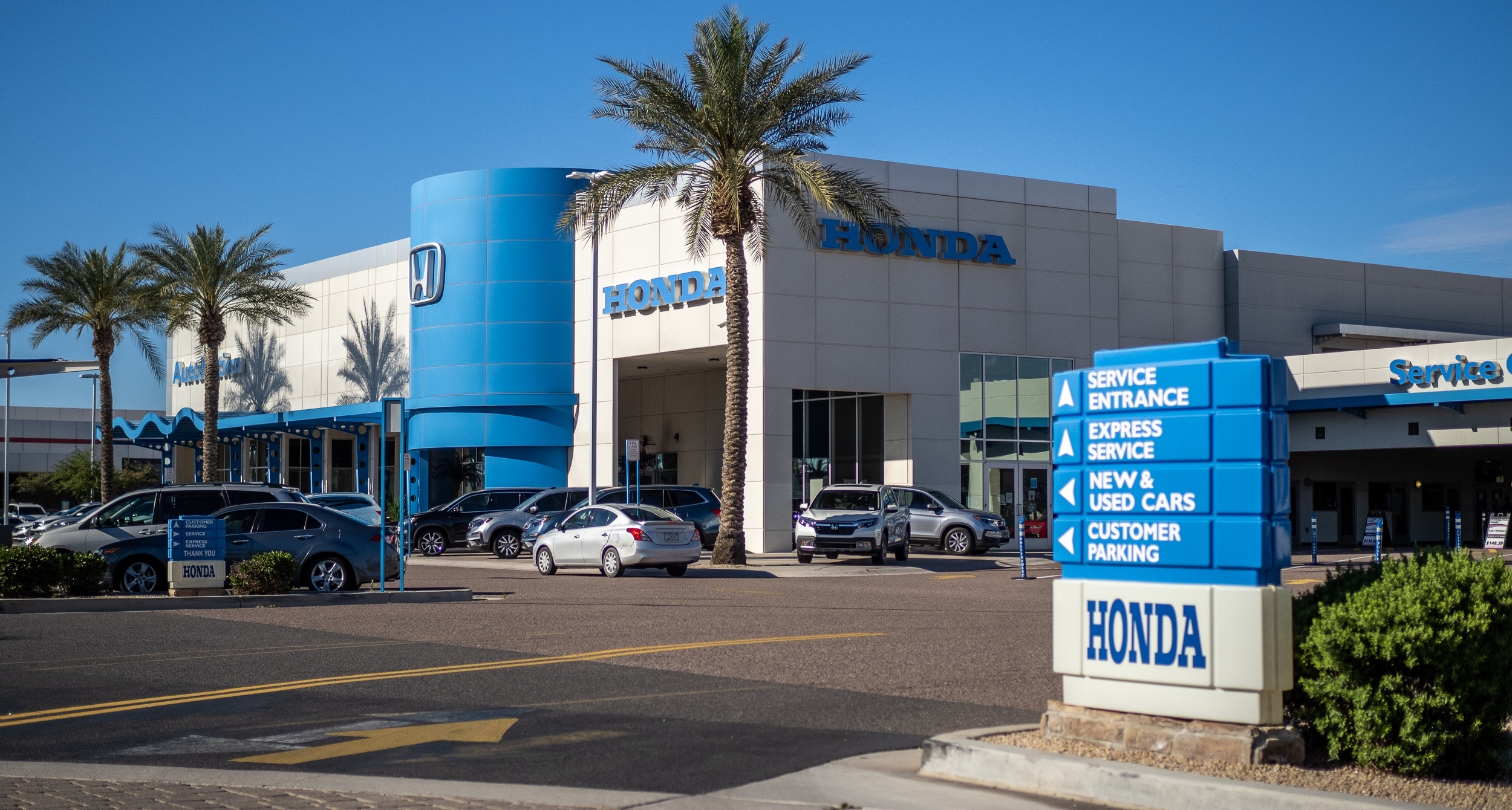 Outside view of AutoNation Honda Chandler