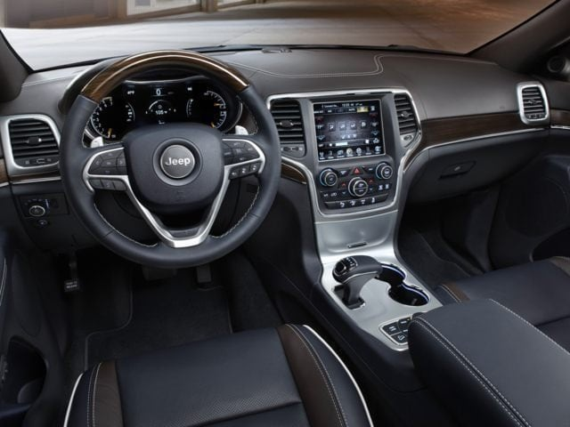 inside the 2017 Jeep Grand Cherokee SUV