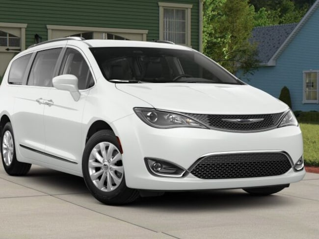 New 2018 Chrysler Pacifica TOURING L Passenger Van in Fairfield, CT