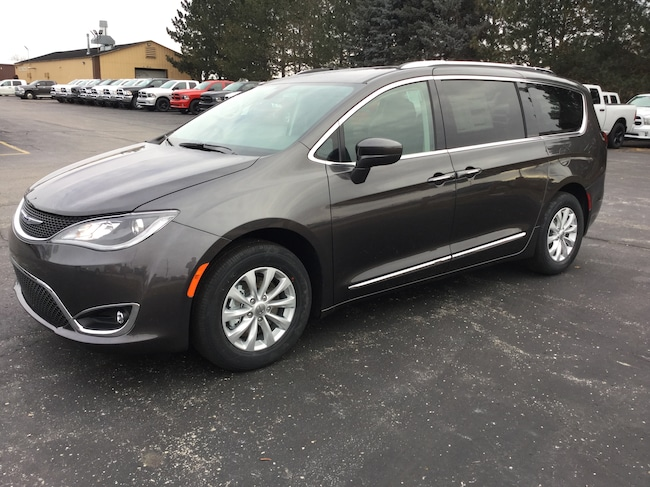 New 2019 Chrysler Pacifica TOURING L Passenger Van Frankenmuth