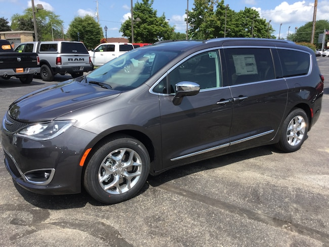New 2018 Chrysler Pacifica LIMITED Passenger Van Frankenmuth