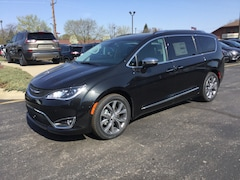 2018 Chrysler Pacifica LIMITED Passenger Van 2C4RC1GG4JR182607