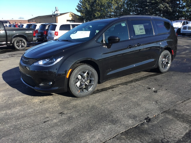 New 2019 Chrysler Pacifica TOURING L PLUS Passenger Van Frankenmuth
