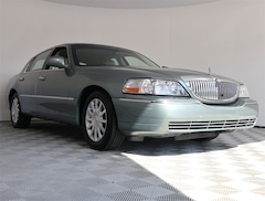 Pre-Owned 2006 Lincoln Town Car Signature Sedan for sale in Delray Beach, FL