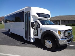 2019 FORD F550 Glaval Entourage 29 Passenger + Driver