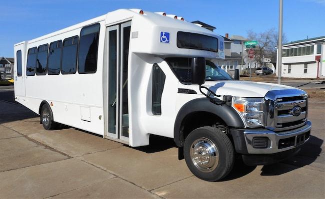 2012 FORD F550 XL - Goshen Coach 24 Passenger + 2 W/C or 26 Passenger + 1 W/C