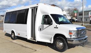 2009 FORD E450 - Federal Coach Luxury Shuttle 21 Passenger + Driver + Co-pilot + DRL