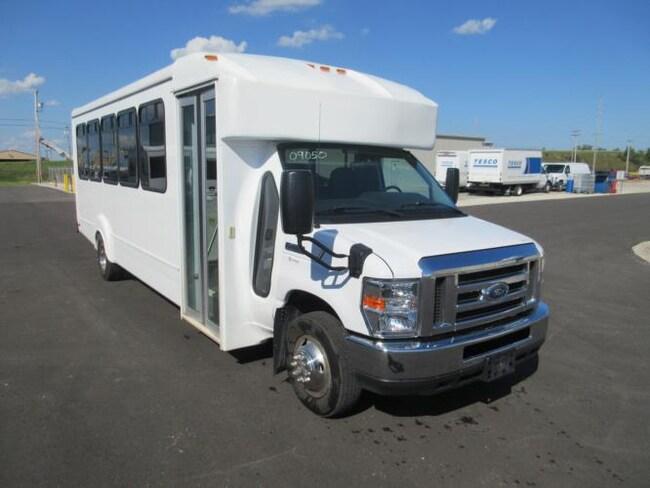 2016 FORD E450 - Goshen Coach 24/25 Passenger