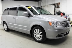 Bargain Inventory 2014 Chrysler Town & Country Touring Van for sale in Scranton, PA