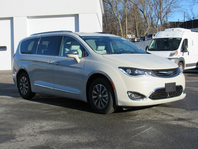 New 2019 Chrysler Pacifica Hybrid LIMITED Passenger Van Near Norwich