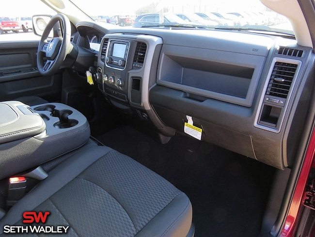 new 2019 ram 1500 classic tradesman crew cab 4x2 5 39 7 box crew cab for sale in pauls valley ok. Black Bedroom Furniture Sets. Home Design Ideas