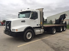 2004 VOLVO VHD Triaxle Flat Bed Knuckle Boom Crane