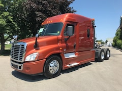 2014 FREIGHTLINER Cascadia Full Lockers