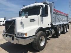 2019 VOLVO VHD84B T-ride dump truck