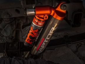 CLASS-EXCLUSIVE FOX LIVE VALVE MONOTUBE SHOCKS