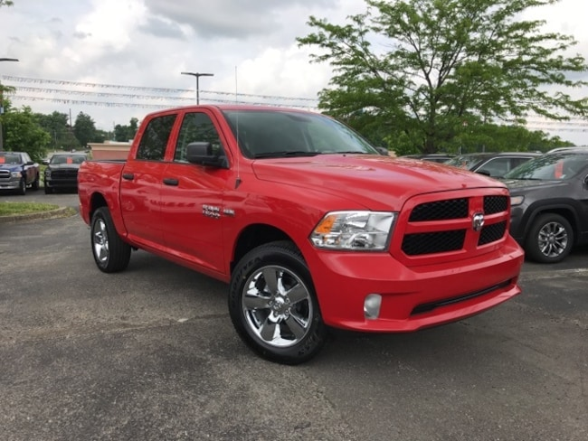 2018 Ram 1500 EXPRESS CREW CAB 4X4 5'7 BOX Crew Cab for sale near Louisville, KY at Shelbyville Chrysler Products