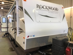 2015 ROCKWOOD 2604S NEAR MINT