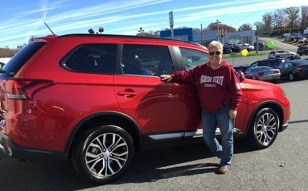 Happy Customer Karen Gilmore with her new 2016 Mitsubishi Outlander!