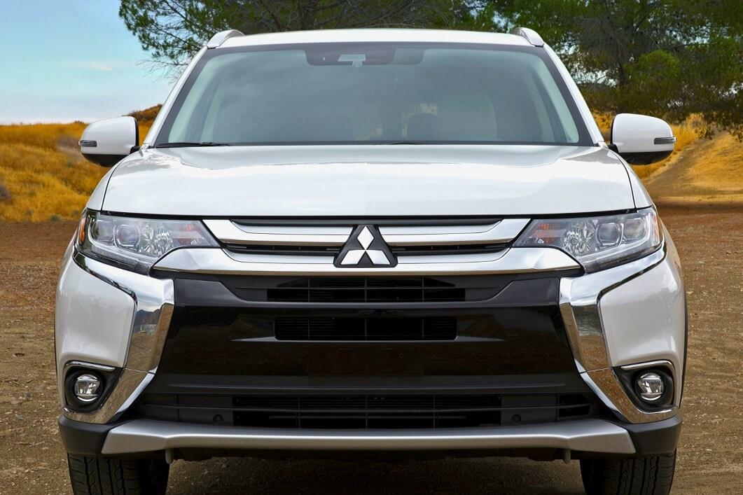 2018 Mitsubishi Outlander white