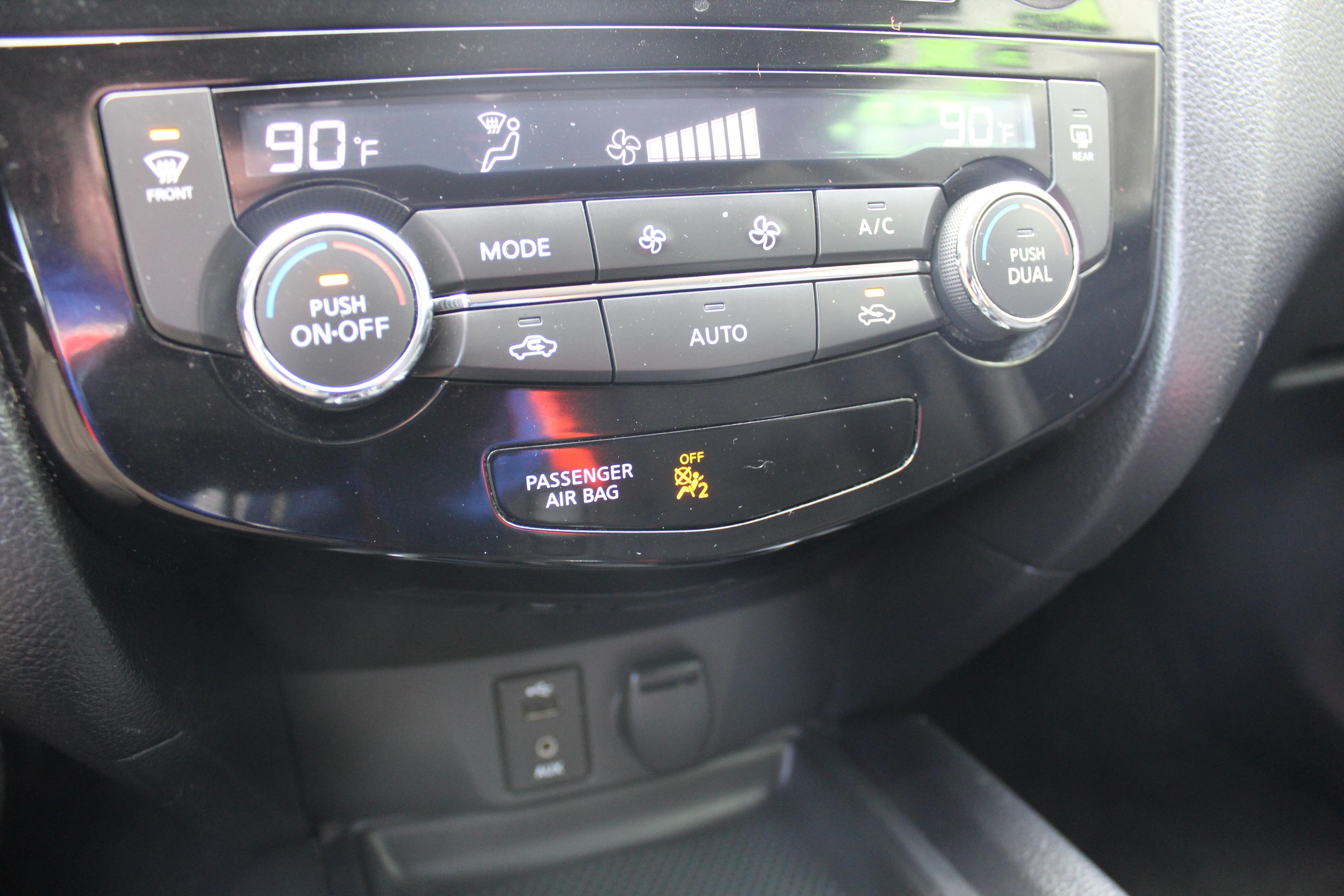 2015 Nissan Rogue Wagon 4 Dr.