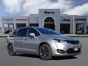 2019 Chrysler Pacifica Hybrid TOURING PLUS Passenger Van