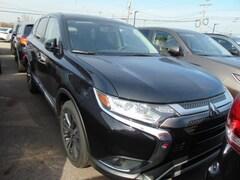 New 2019 Mitsubishi Outlander ES CUV in Medina OH
