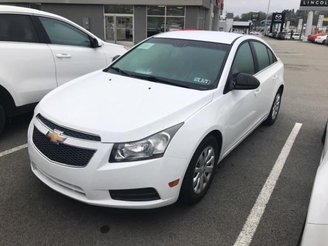 White Chevy Cruze >> Used 2011 Chevrolet Cruze Ls Sedan In Summit White