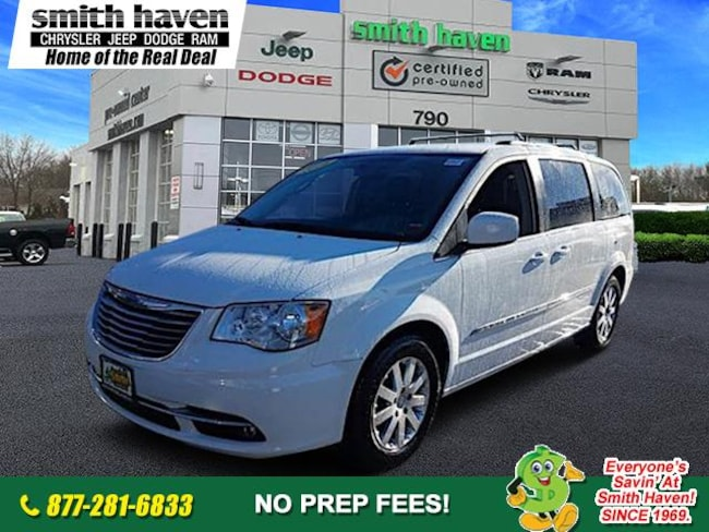 2016 Chrysler Town & Country Touring Minivan/Van