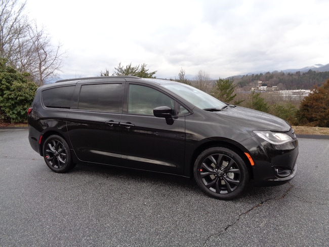 New 2019 Chrysler Pacifica TOURING L Passenger Van Franklin