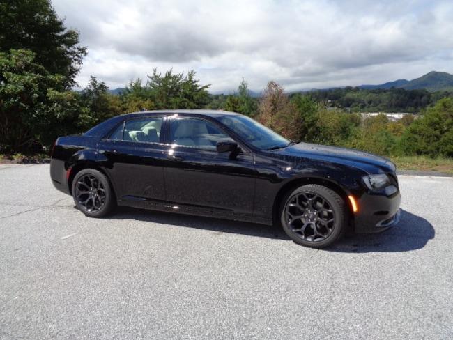 New 2019 Chrysler 300 TOURING Sedan Franklin