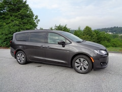 New 2018 Chrysler Pacifica Hybrid TOURING L Passenger Van in Franklin, NC
