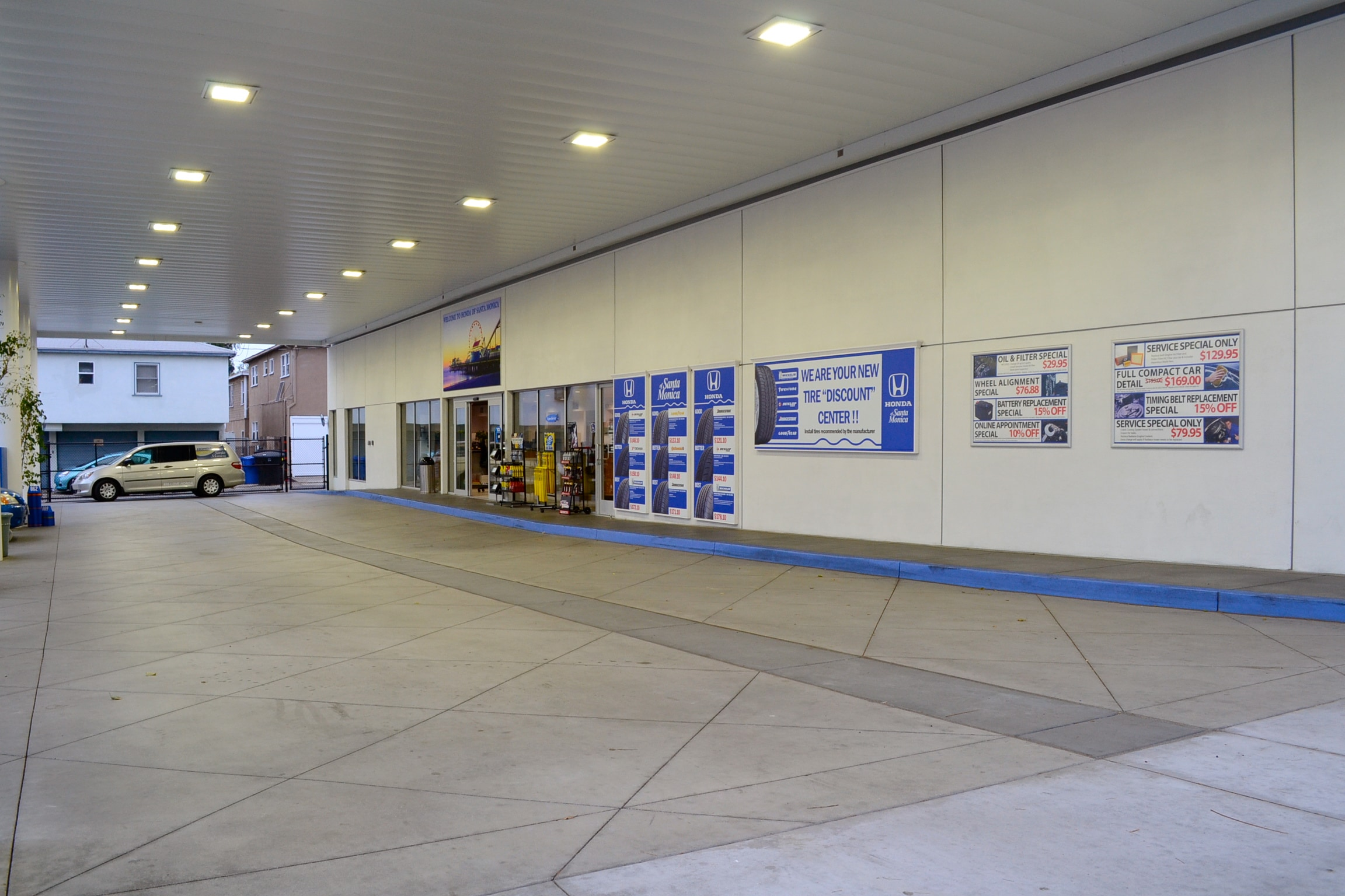 Dealership photos honda of santa monica for Honda dealer santa monica