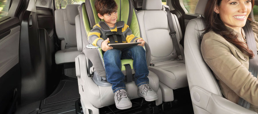 Magic Slide® 2nd-row Sliding Minivan seats