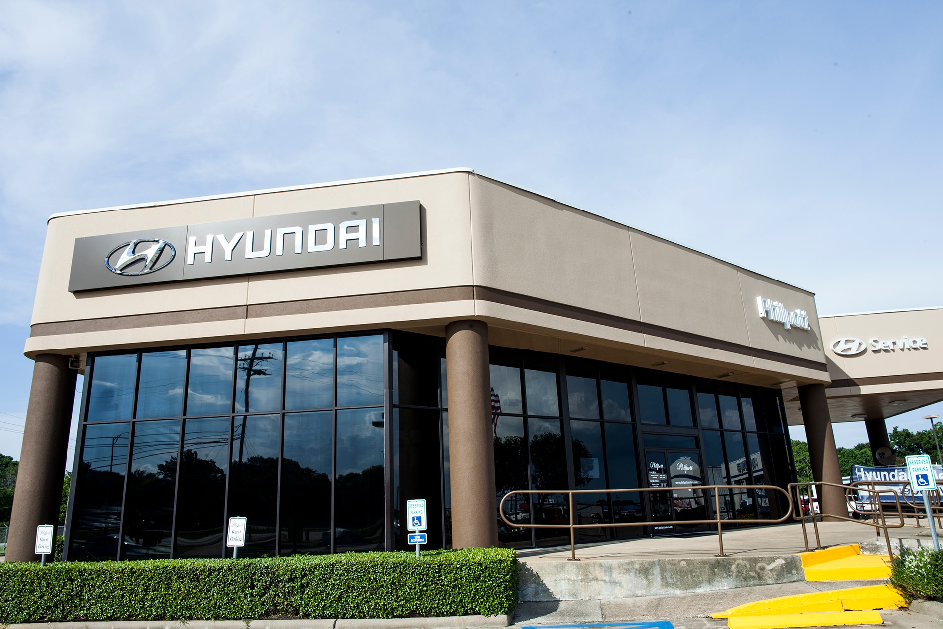 experience glenn the hyundai dealerships showroom lester