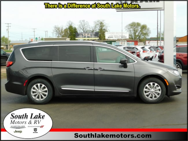 New 2018 Chrysler Pacifica TOURING L Passenger Van Rice Lake WI