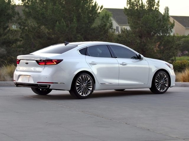 2017 Kia Cadenza Limited Rear