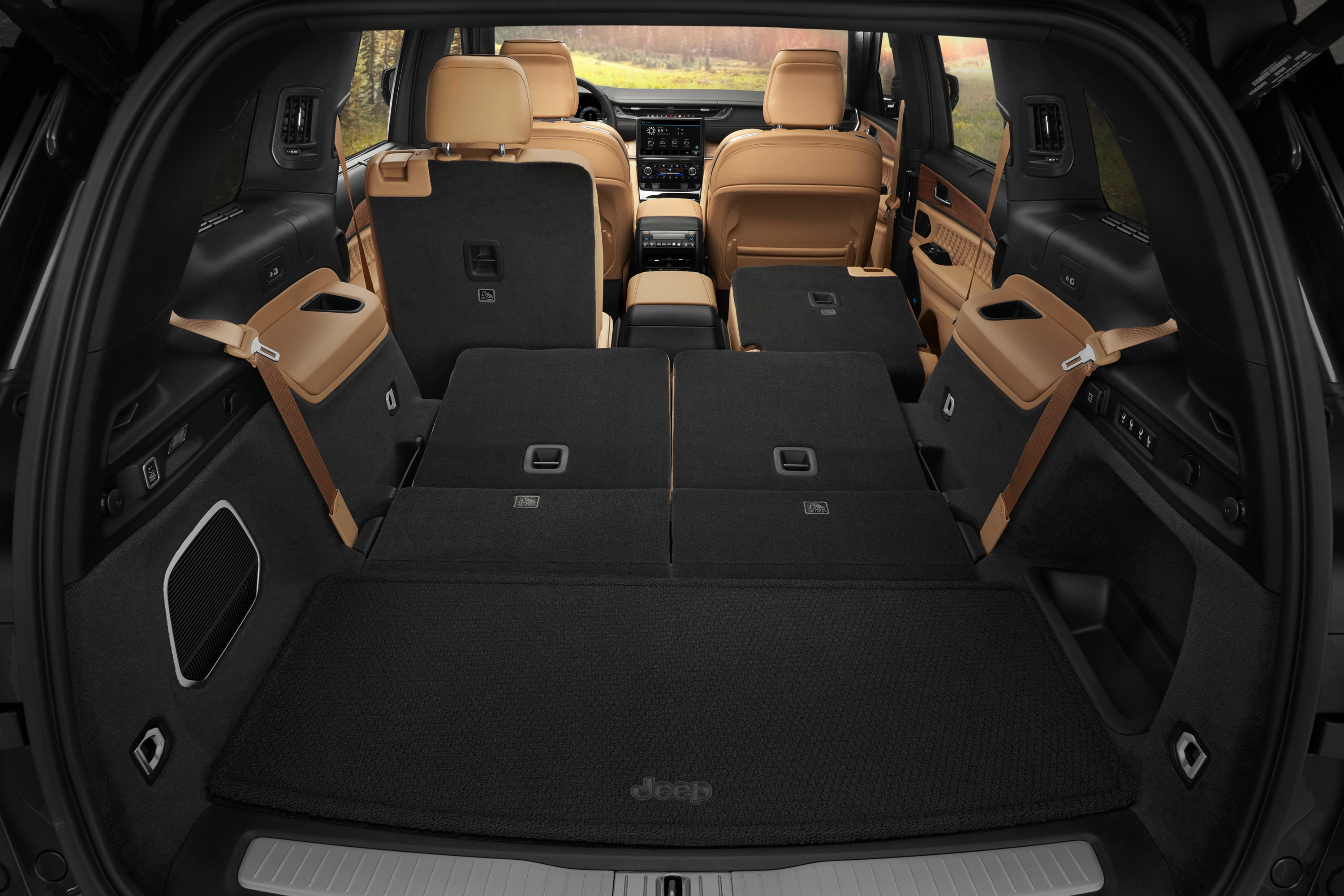 Cargo view of Grand Cherokee L with seats folded down