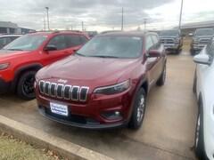 New 2019 Jeep Cherokee LATITUDE PLUS 4X4 Sport Utility 1C4PJMLB0KD371963 near Jefferson City, MO
