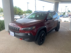 New 2020 Jeep Cherokee TRAILHAWK ELITE 4X4 Sport Utility 1C4PJMBX4LD500348 near Jefferson City, MO
