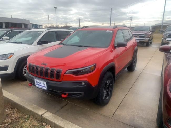 New 2019 Jeep Cherokee TRAILHAWK ELITE 4X4 Sport Utility for sale near Jefferson City, MO