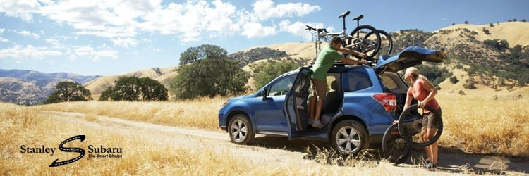 People removing bikes from their 2016 Subaru  Forester