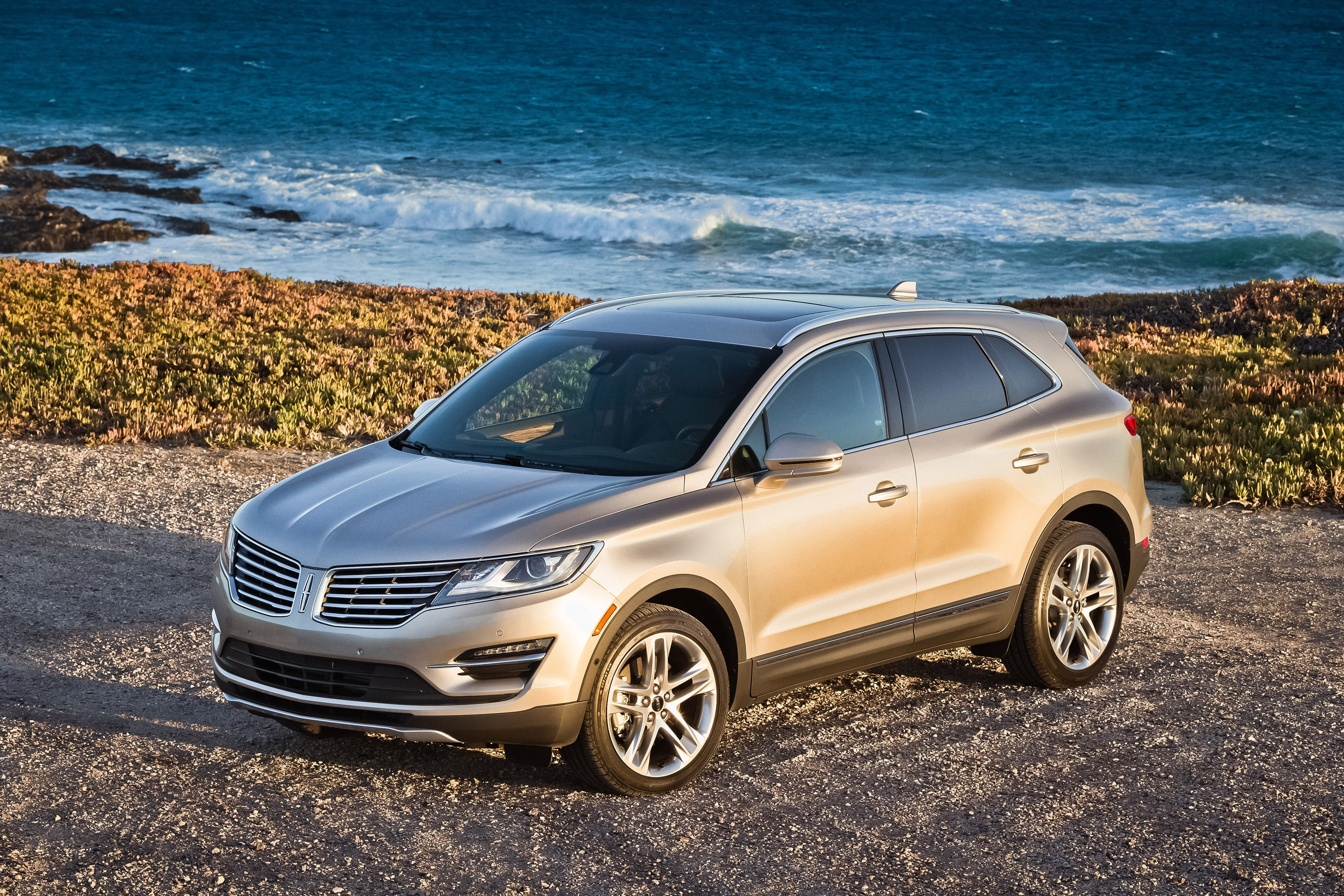specs reviews lincoln driver and car mkc price photos